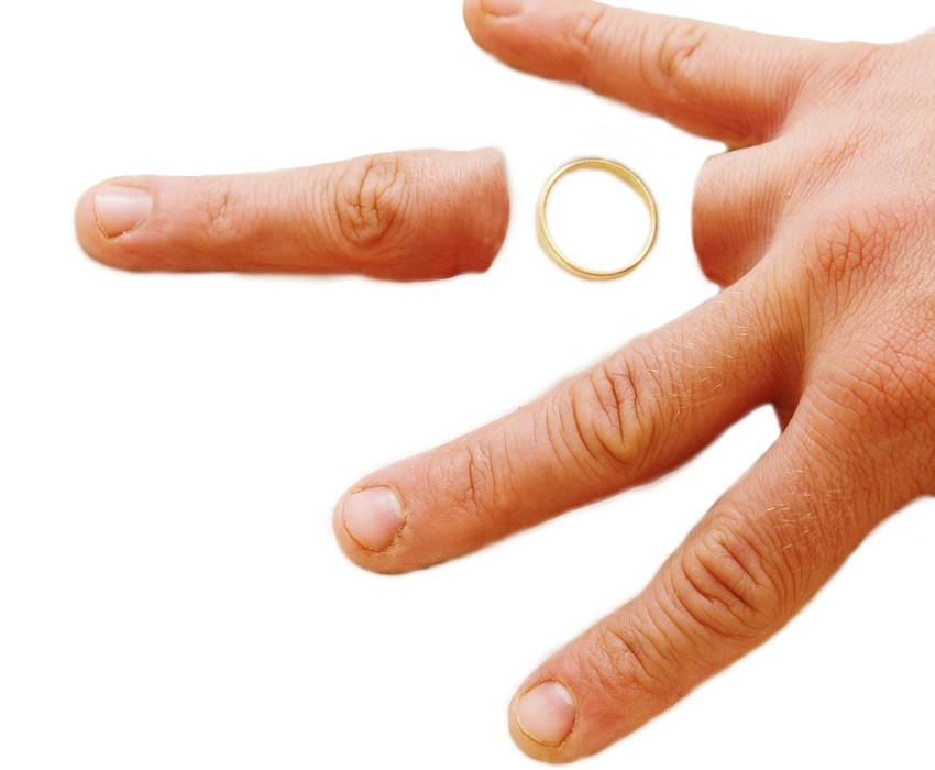 fingers-wedding-ring